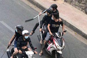 Lộ diện nhóm chém gần lìa tay người đàn ông ở Sài Gòn