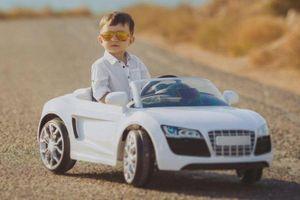 Kỹ năng lái xe điệu nghệ của cậu bé 4 tuổi