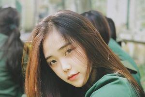 Hot girl quân sự xinh như sao Hàn dù chỉ để mặt mộc