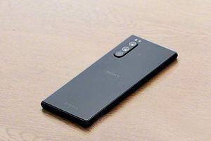 Sony Xperia 2 lộ ảnh thiết kế trước ngày ra mắt: Vẫn sang, đẹp và lạ!