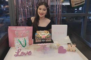 Con gái NSUT Kim Tử Long khoe ảnh đón sinh nhật rạng rỡ ở tuổi 19