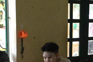 Quá căng thẳng trong giờ học, nam sinh đem cả mặt nạ vào lớp để 'tân trang nhan sắc'