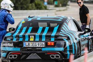 Xem xe điện Porsche Taycan chạy 3.400km trong 24 giờ