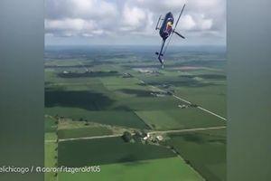 Sốc cảnh trực thăng lộn ngược trên bầu trời rồi thăng bằng trở lại