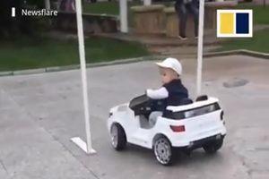 4 tuổi đã lái xe chuyên nghiệp