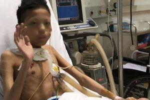 Cuộc sống 'trong lồng kính' của thiếu niên 17 tuổi nặng 30 kg được ghép phổi với chi phí 5 tỉ đồng