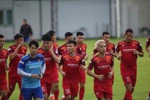 Đội tuyển Việt Nam hào hứng tập luyện chờ đấu Thái Lan