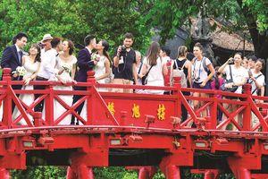 Cây cầu đón linh khí Hồ Gươm
