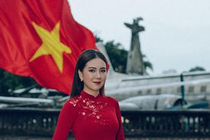 MC Mai Ngọc hóa thiếu nữ Hà Nội xưa mừng Quốc khánh