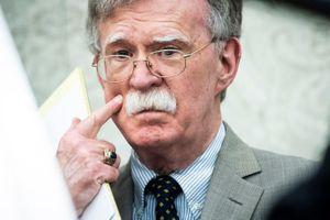 Phản đối hòa đàm Taliban, cố vấn diều hâu của TT Trump bị loại ra rìa
