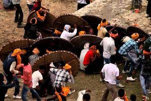 Lễ hội ném đá ở Ấn Độ khiến hàng trăm người bị thương
