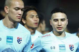 Đội tuyển Thái Lan lộ bài ngay trong buổi tập làm quen sân