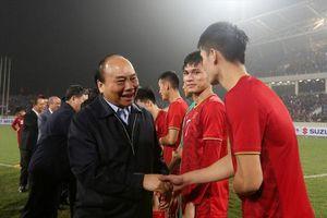 Thủ tướng động viên tuyển Việt Nam trước trận gặp Thái Lan