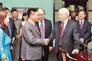 Tổng Bí thư, Chủ tịch nước Nguyễn Phú Trọng, Thủ tướng Nguyễn Xuân Phúc dâng hương tưởng niệm Chủ tịch Hồ Chí Minh