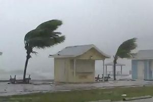 Mỹ buộc sơ tán hơn 1 triệu người để tránh siêu bão