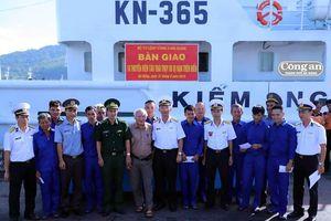 10 thuyền viên đi qua 26 giờ sinh tử giữa biển khơi