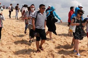 Nghỉ lễ Quốc khánh, hơn 4.500 lượt khách đến với Bàu Trắng, Bình Thuận