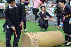 Đặc sắc lễ hội múa trống của người Giáy tại 'Làng'