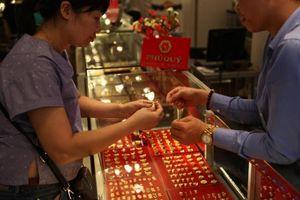 Giá vàng hôm nay 3/9: Đồng USD tăng sức ép, giá vàng tăng mạnh