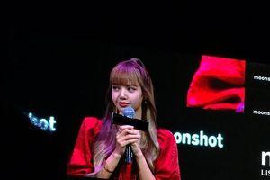 Lisa (BlackPink) không kìm được nước mắt xúc động trước những lời nhắn nhủ chân thành của fan