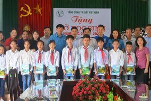 Vinapaco: Gần 60.000 cuốn vở đã đến với các em học sinh nghèo vượt khó