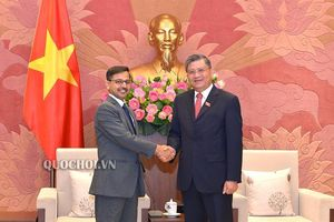 Chủ nhiệm Ủy ban Đối ngoại Nguyễn Văn giàu tiếp Đại sứ Ấn Độ tại Việt Nam