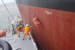 Tàu Việt Nam kịp thời cứu nạn một thuyền viên Trung Quốc trên biển