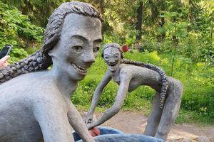 Những bức tượng phát ra âm thanh kỳ quái ở công viên Phần Lan