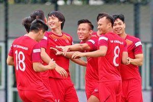 Không khí hứng khởi trong buổi tập của tuyển Việt Nam tại Thái-lan