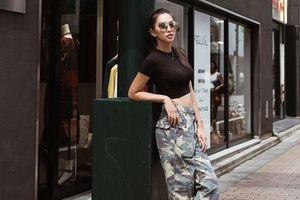Hoa hậu Tiểu Vy khoe 'eo thon dáng ngọc' trong bộ ảnh cực chất trên đường phố Nhật Bản