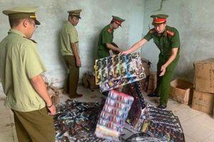 Thu giữ 8.000 súng nhựa và gần 2 tấn bánh kẹo không rõ nguồn gốc