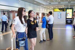 Bà trùm 'Hương Ga' Trương Ngọc Ánh xuất hiện cùng đàn em tại sân bay