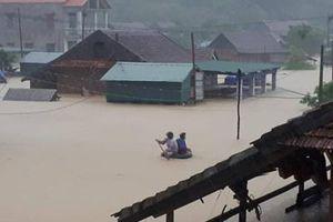 Lũ chồng bão, Hà Tĩnh - Quảng Bình chìm trong biển nước