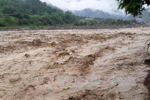 Hơn 1.000 hộ dân ở Quảng Bình bị ngập lụt và chia cắt do mưa lũ