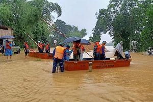Lũ tiếp tục lên nhanh ở Hà Tĩnh, 25 xã chìm trong biển nước