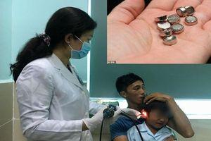 Nhét pin điện tử vào tai, bé trai năm tuổi thủng màng nhĩ