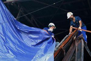 8 ngày sau vụ cháy ở Rạng Đông, hiện trường mới được phủ bạt