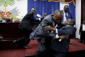 Khi chính trị gia nóng tính giải quyết bất đồng bằng bạo lực