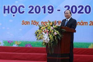 Thủ tướng Nguyễn Xuân Phúc: Dạy chữ quan trọng, dạy người còn quan trọng hơn
