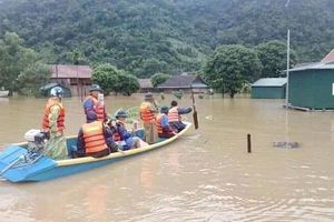 Quảng Bình: 2.945 ngôi nhà bị ngập sâu, tăng cường tối đa lực lượng ứng cứu người dân vùng 'rốn lũ'