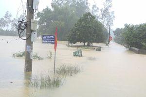 Vũ Quang oằn mình chống chọi với mưa lũ