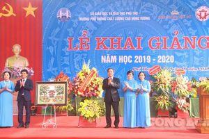 Đồng chí Nguyễn Văn Bình dự lễ khai giảng năm học 2019 – 2020 tại Phú Thọ
