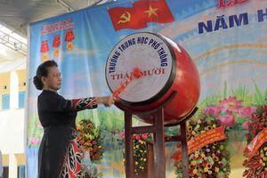 Chủ tịch QH Nguyễn Thị Kim Ngân: Phải khơi dậy niềm vui, niềm say mê học tập của các em