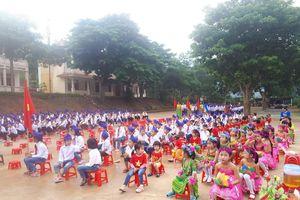 Khai giảng và học 1 tiết của học sinh Na Loi
