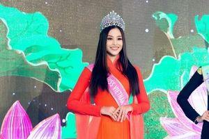 Tạm gác chuyện buồn, hoa hậu Tiểu Vy xuất hiện rạng rỡ trước chính khách quốc tế