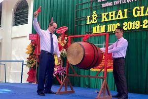 Bí thư Thành ủy TPHCM Nguyễn Thiện Nhân đánh trống khai trường