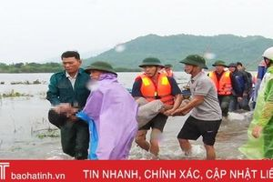 Lật thuyền khi đánh cá, 2 người đàn ông Nghi Xuân rơi xuống nước tử vong