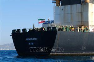 Mỹ đề nghị trả tiền cho thuyền trưởng để bắt tàu chở dầu Adrian Darya 1 của Iran