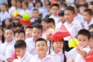 Nụ cười 'sún răng' và những biểu cảm ngộ nghĩnh 'gây sốt' của học sinh lớp 1 ngày khai giảng