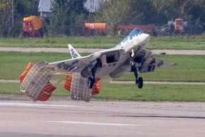 Su-57 Nga bung dù hãm tốc trước khi tiếp đất hạ cánh, đúng hay sai?
